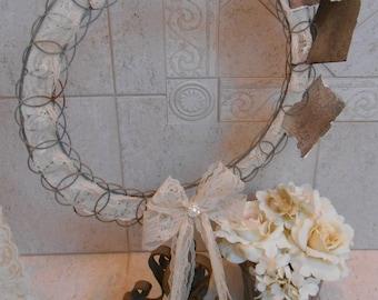 Wedding Photo Holder / Wedding Decoration / Romantic Wedding Picture Holder / Vintage Inspired Wedding / Photo Holder / Picture Wheel