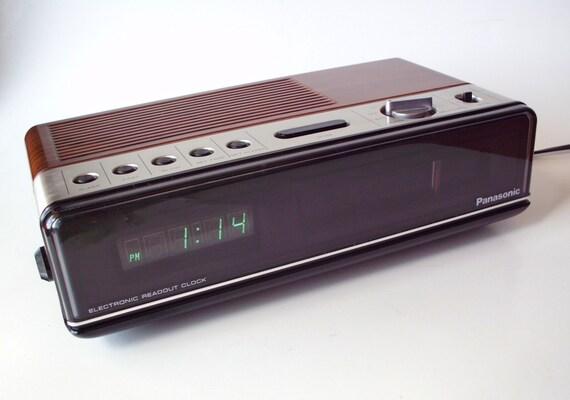 vintage panasonic rc 200 digital clock radio alarm excellent. Black Bedroom Furniture Sets. Home Design Ideas