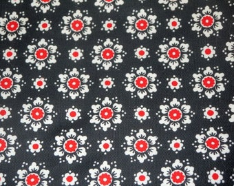 Vintage 40s 50s fabric / flower floral / sewing cotton duck / crafts pillow / black red white / 36 wide / home decorator