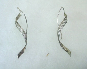 Vintage Silver Wire Thread-Through Earrings - Ribbon Swirl No. 1010