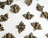 10 Honey Bee charms antique bronze 16x21mm PA0742-AB