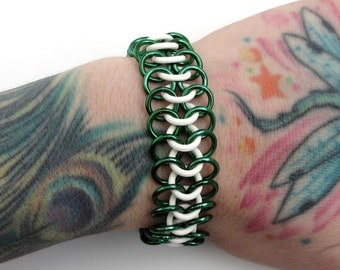 Green & white stretchy chainmail bracelet