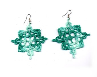 Crochet earrings, square, green, verde, vintage style, golden, cotton, thread, jewelry, etsy style, fashion style #E138