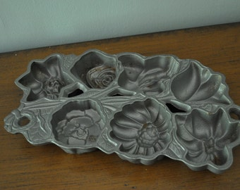 Vintage Used John Wright Co. Flowers Cast Iron Mold 1991 Pan Muffin USA