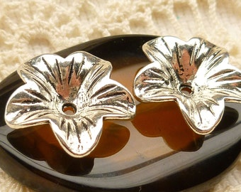 Bell Flower  Antique Silver Bead Cap Charms Findings (6) - SF79