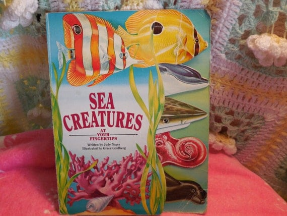 Sea Creatures (At Your Fingertips (McClanahan)) (Board book) 1993  Free USA Shipping
