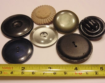 7 piece LARGE vintage button mix, 33-40 mm (48)