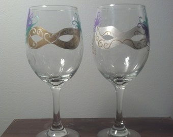 The Mysterious Mirrored Masquerade Masks wine glass set