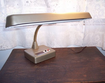 Industrial lamp, vintage desk lamp, table lamp, steampunk lamp in tan with flex neck