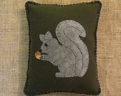 Felt Applique Squirrel Pillow, Woodland Pillow, Wool Pillow, Primitive Pillow, Squirrel Pillow, Throw Pillow, OFG, FAAP, Fall