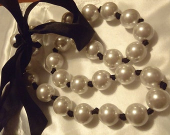 Large Runway Holiday Pearl Bauble Tie Necklace