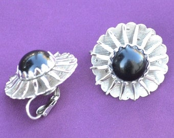 Sarah Coventry Vintange Silver Tone Flower Shaped Clip on Earrings with Black Center