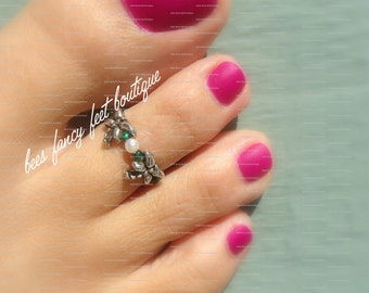 Toe Ring - Silver Dragonflies - Pearl - Emerald - Stretch Bead Toe Ring