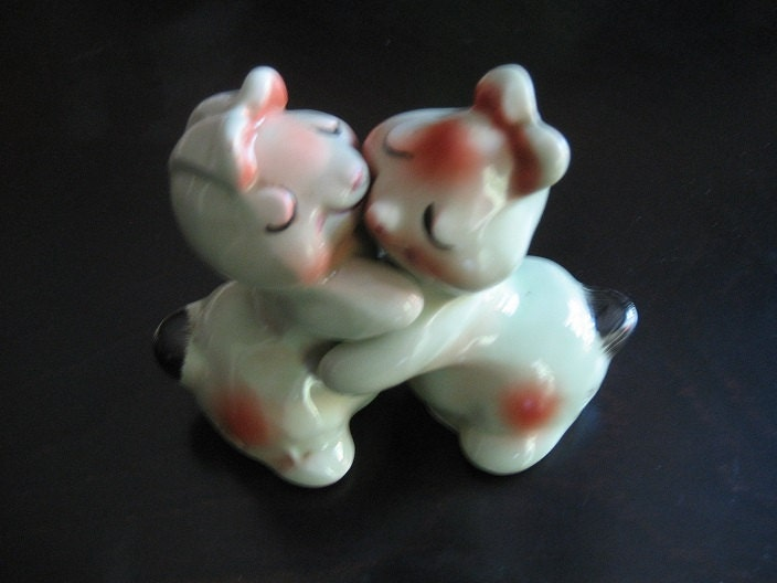 Van tellingen bunny hugs hugger salt pepper shakers bunnies - Salt and pepper hug ...