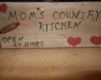 Mom's Country Kitchen Open 24 Hours