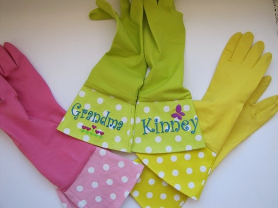 Garden Gloves Personalized with Machine Embroidery in Pink