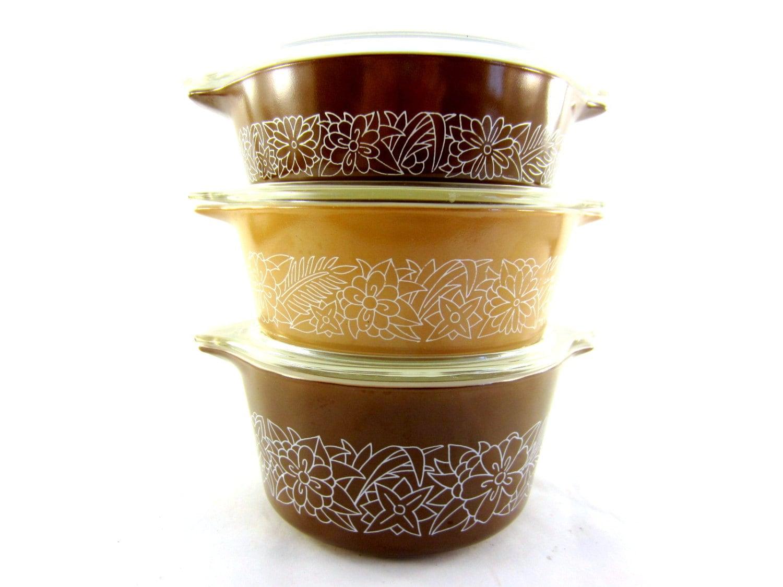 vintage pyrex casserole dishes with lids woodland pattern. Black Bedroom Furniture Sets. Home Design Ideas