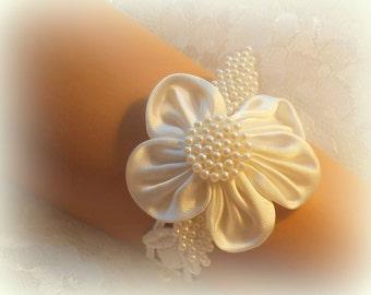 7 inch -  Ivory Lace Bridal Bracelet / Wedding Lace Bracelet / Bridal Wrist Cuff / Bridesmaid Bracelet