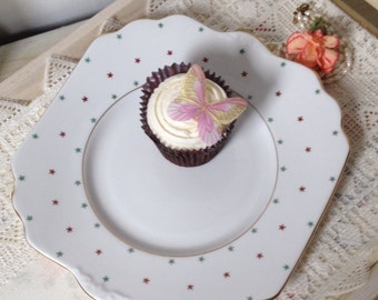 Gorgeous vintage cake plate made between 1946 and 1961 by Gladstone China in Longton in England.