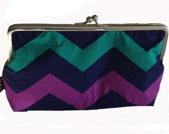 Metal frame kiss lock purse Chevron multi