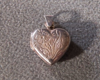 vintage sterling silver heart shaped charm locket with floral etching      M