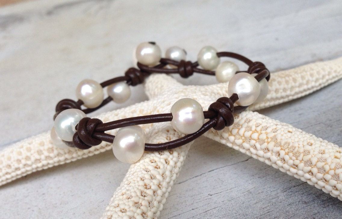 leather pearl bracelet leather and pearls pearl on leather. Black Bedroom Furniture Sets. Home Design Ideas