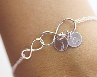 Personalized infinity Bracelet.  Initials Silver Double Infinity Bracelet. love,Mom,Sister,Wife,Bridesmaid Gift