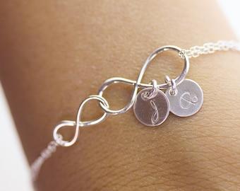 Bracelet infini personnalisé. Bracelet en argent Double infini initiales.  amour, maman, soeur