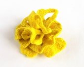 Felted flower yellow brooch hand felted brooch lemon - Dagneart