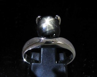 Fine Gemstone Ring with an oval shaped  black Star Sapphire Sterling Silver 925 size 7.5 (GR60)