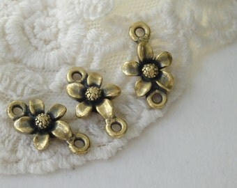 4- Flower Double Connector Ring Charms Antique Gold Two Rings Floral Connecting Charm Inv0152