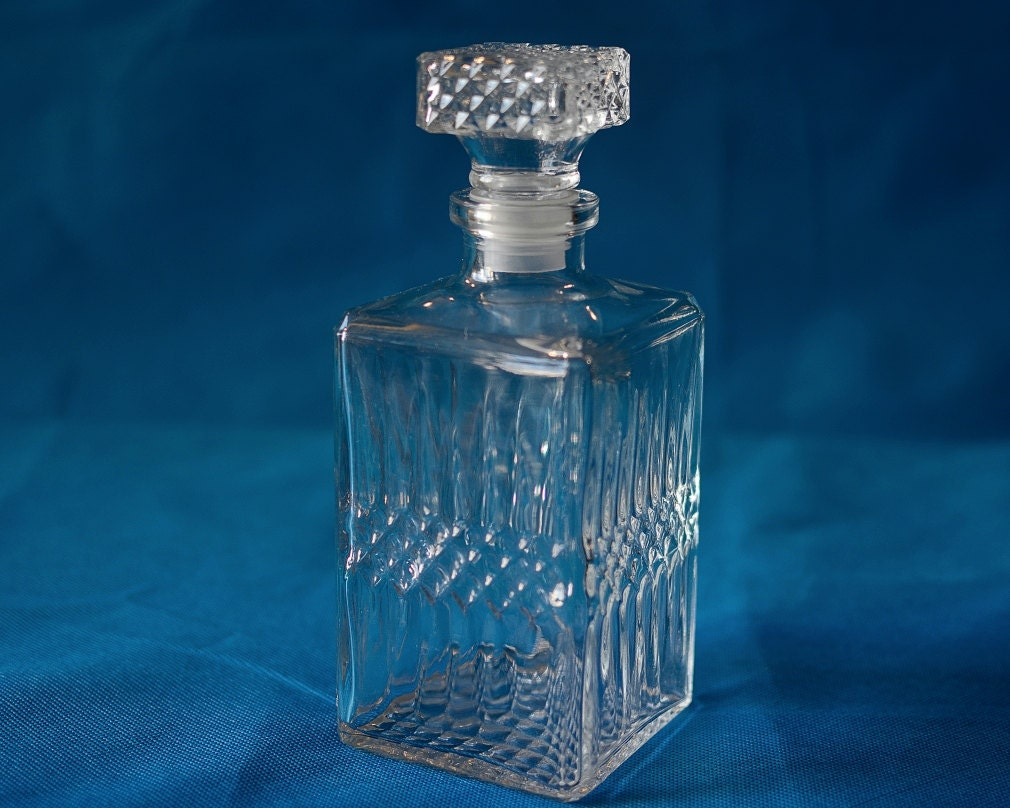 vintage french cut glass whisky square decanter carafe. Black Bedroom Furniture Sets. Home Design Ideas