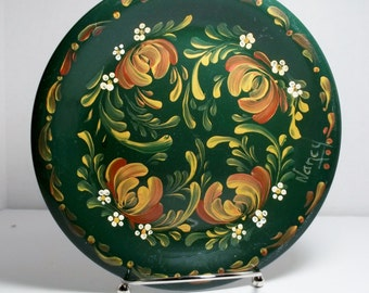Ceramic Plate, Green Plate, Hand Painted, Scandinavian Design, Swedish, Norwegian, Rosemaling, Folk Art, Kitchen Decor, Wall Decor.