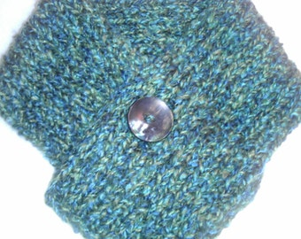 Loom Knitted Scarflette with Button