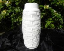 Alka Kunst (AK) Kaiser 647 30 mid century white German vase