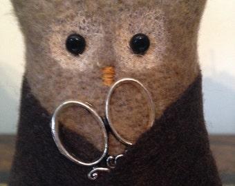 Handy little owl pincushion