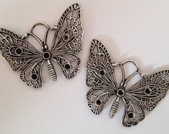 2 charms butterfly in silver-plated hypoallergenic metal 5cmX3,5cm.