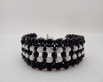 Pasodoble Bracelet / Black and White Beaded Bracelet / Beaded Cuff Bracelet