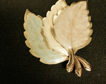 Beautiful and Tasteful Autumn Leaves Pin, Goldtone, Eye-Catching