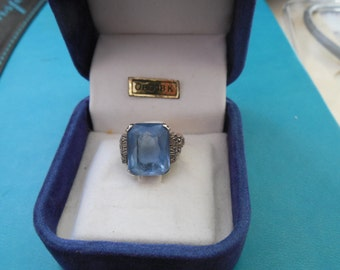 Edwardian design 8.8 ct blue aquamarine 18kt gold ring.