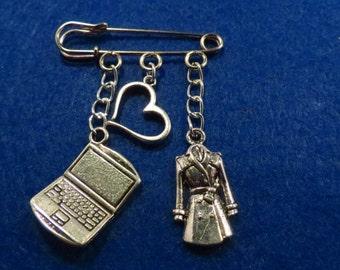 Sherlock Johnlock kilt pin brooch (38mm)