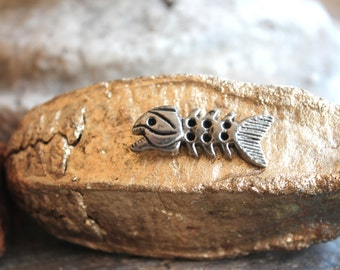 Skeleton Fish- Rivetback Stud- 2 pieces/package