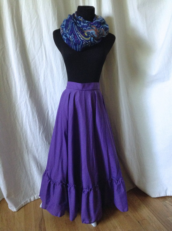 May 22,  · Learn How to make a summer fun reversible circle skirt for a child!. This is a really easy way to make a skirt with an elastic waistband, and you can decorate it in any number of ways.