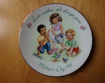 """Avon Mother's Day 1991 Collector""""s Plate"""