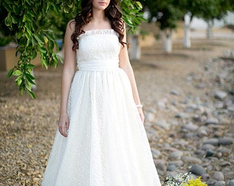 Daphne Strapless Lace Wedding Gown