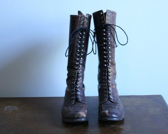 SALE ~ Deep Dark Brown Lace Up 1940's Boots Wearable ~Size 7 1/2~