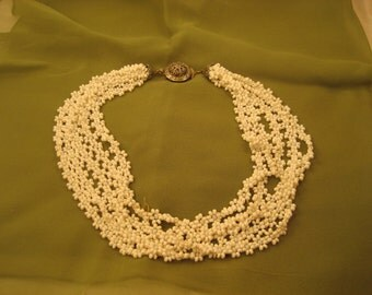 White Beaded Flowers Necklace