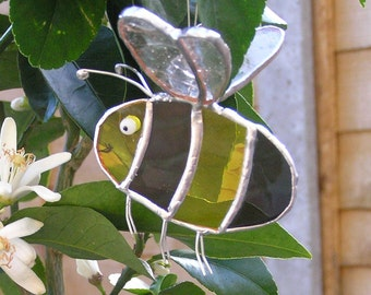 Stained glass bee suncatcher, MADE TO ORDER, bee lover gift, nature lover gift, window decoration, bumble bee, light catcher, garden decor