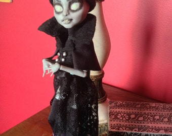 Dr.Travian Collection- NOSFERA  (Monster High Custom Doll)