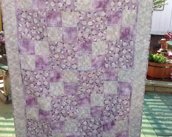 Silver Roses on Lilac Quilt